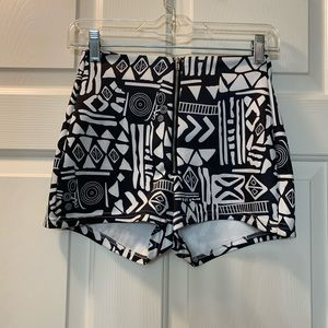Shorts size S stretches black and white